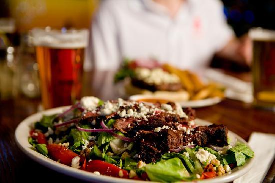 Lake Placid Pub & Brewery: Steak Salad.