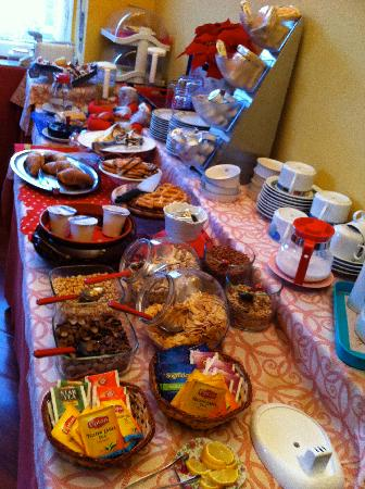 Hotel Valverde: The Breakfast Feast