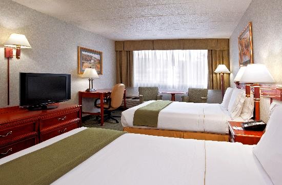 Clarion Inn & Suites: Two Queen Beds