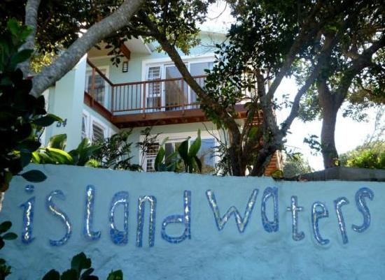 Island Waters Holiday Accommodation: Island Waters