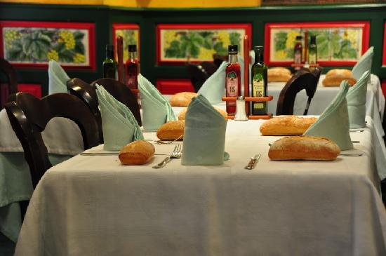El Madrono : Table with Bread set