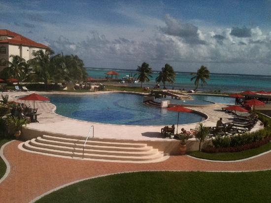 Grand Caribe Belize Resort and Condominiums: Pool at Grand Caribe