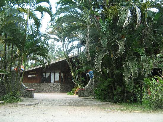 Hotel Rustico de Playa Perla Negra: El frente del Hotel