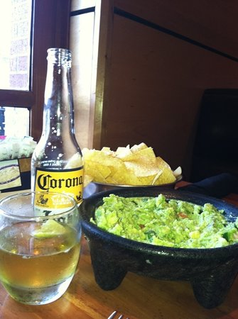 Cantina Laredo: guacamole made tableside