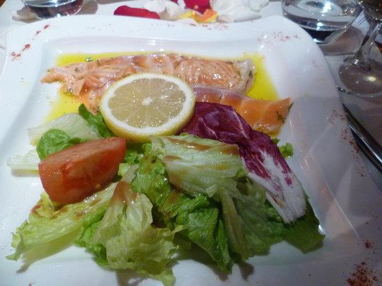 Espace Petit Pont: Raw Salmon Starter