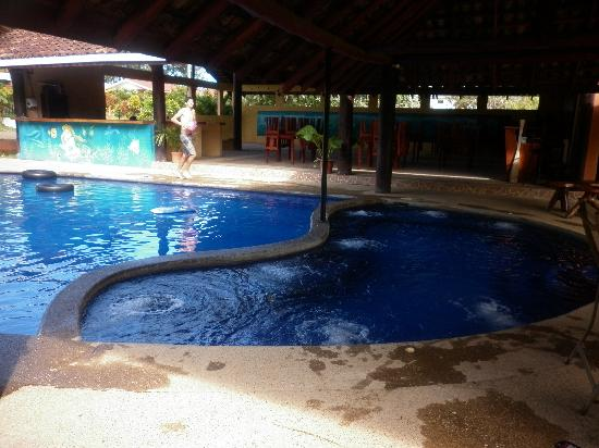 Hotel Palmeras Carrillo Beach: El jacuzzi.