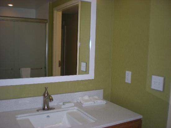 ‪‪Home2 Suites by Hilton Baltimore Downtown‬: Bathroom‬