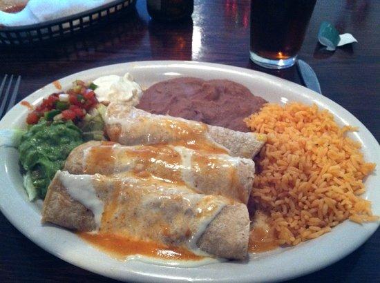 La Cabana Restaurant : enchilada plate