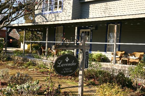 Lavender - A Four Sisters Inn: Lavendar