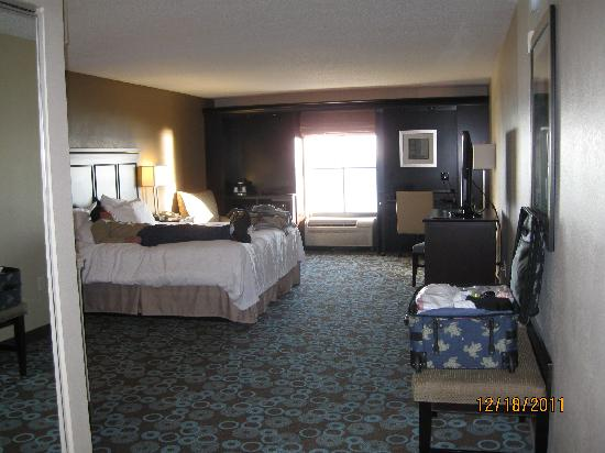 Hampton Inn Biloxi: Large King Jacuzzi Suite 6th Floor Gulf