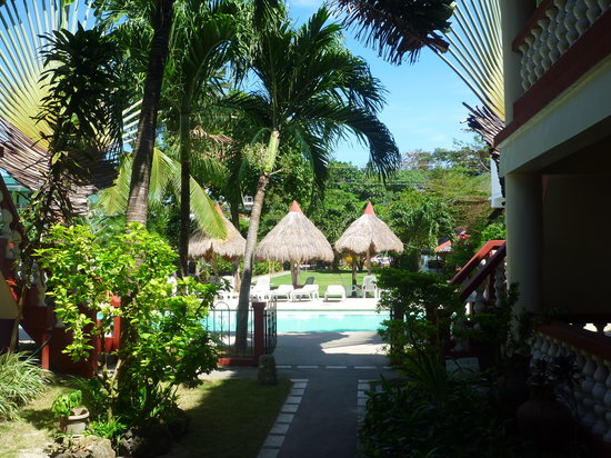 Tonglen Beach Resort: View of the pool from the rooms