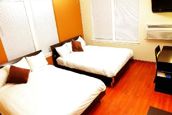 Inn at Lincoln Park: Renovated two queen beds