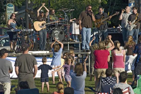 Neenah, Wisconsin: Concert in Shattuck Park, Neenah WI