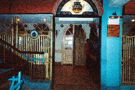Haandi Restaurant: restaurant entrance
