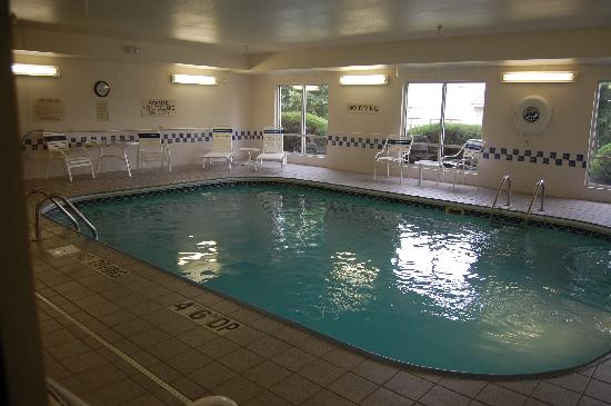 Fairfield Inn & Suites Kansas City Lee's Summit: Indoor pool