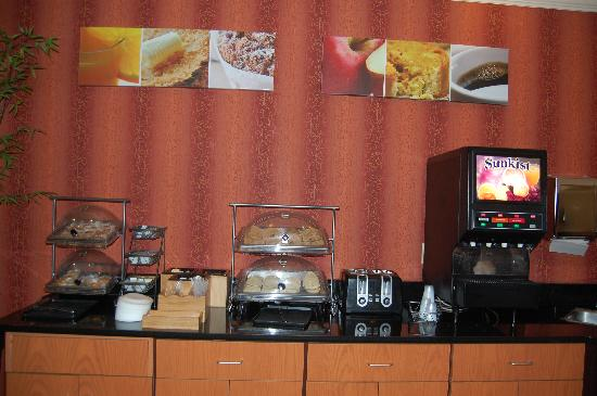Fairfield Inn & Suites Kansas City Lee's Summit: Breakfast #2
