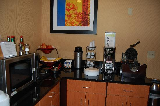Fairfield Inn & Suites Kansas City Lee's Summit: Buffet #3