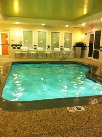 Fairfield Inn & Suites Brunswick Freeport: clean, small pool