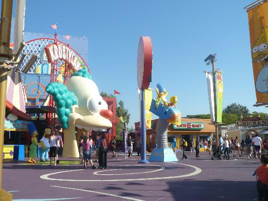 Universal Studios Hollywood tips, tricks, & hacks for families to enjoy the park in one day. Tips to Universal Studios Hollywood. Universal Studios can be daunting when you visit, especially with children.