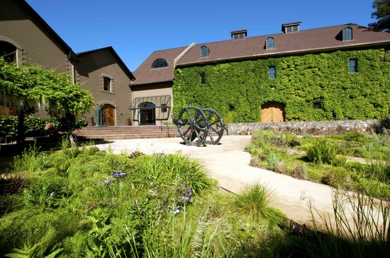 Napa, CA: The Hess Collection Winery & Hess Art Museum are located in a historic stone building built in 1