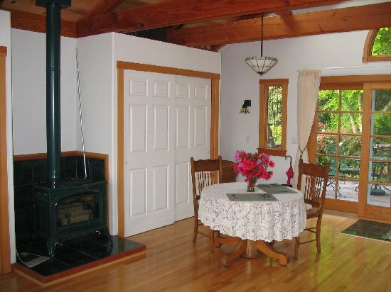 Dining area w/fireplace