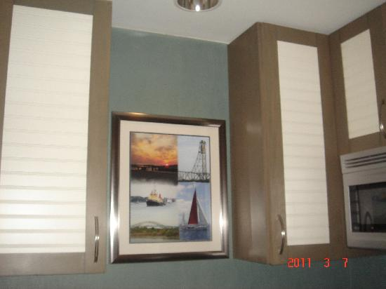 Residence Inn Portsmouth Downtown/Waterfront: Artwork above kitchen sink