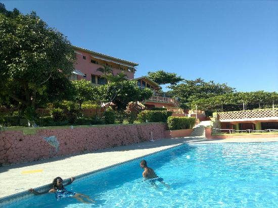Casa Maria Hotel: Swimming pool & hotel view