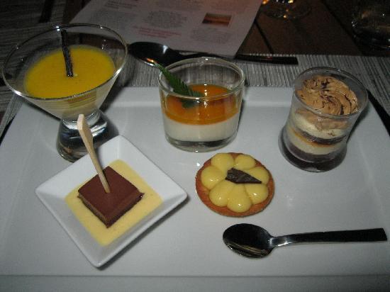 Four Seasons Resort Bora Bora: Dinner Deserts from Buffet