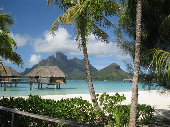 Four Seasons Resort Bora Bora: Overwater Bungalow
