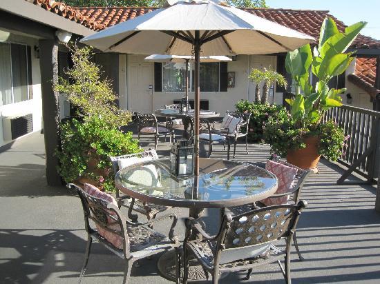 Laguna Beach Inn : Nice outdoor patio area