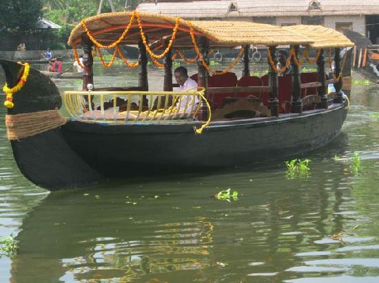 Alappuzha, India: Canoe Boats are used for transfer kayak, travelers to narrow area of backwaters