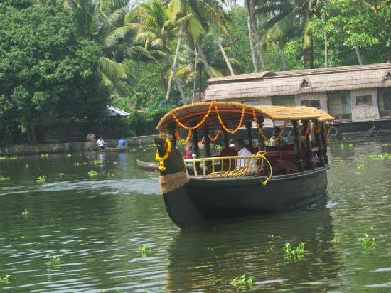 Alappuzha, India: Canoe Boat are passing in the lake