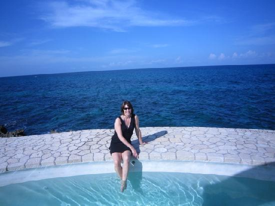 The SPA Retreat Boutique Hotel : Pool by the ocean