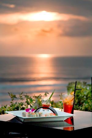 Anantara Seminyak Bali Resort: Sunset tea tails