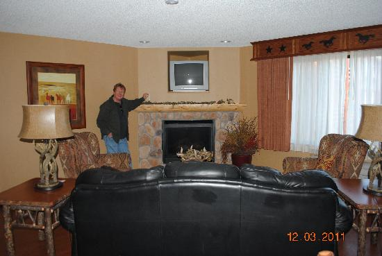 BEST WESTERN PLUS Kelly Inn & Suites: Cozy Fireplace