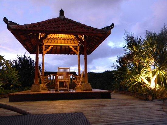 Langon Bali Resort & Spa: Gazebo presso la piscina