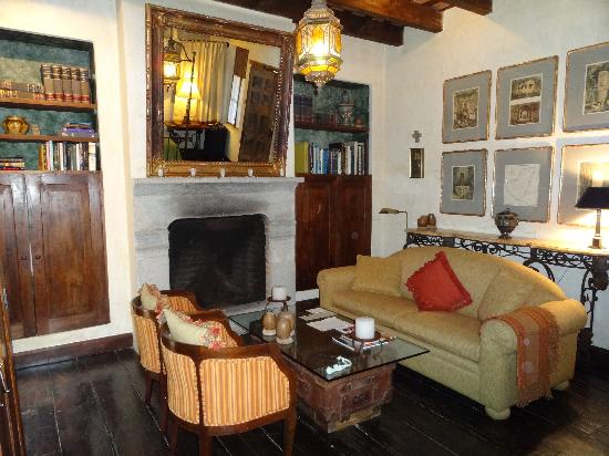 Posada Del Angel: Sitting Area in the Mary Sue Suite