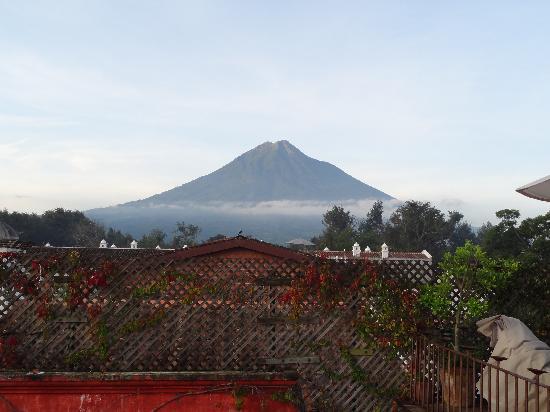 Posada Del Angel: Morning view of Volcan de Agua