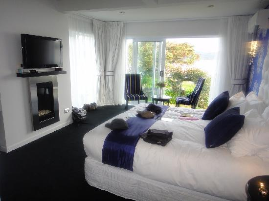 Black Swan Lakeside Boutique Hotel : our lakeview room
