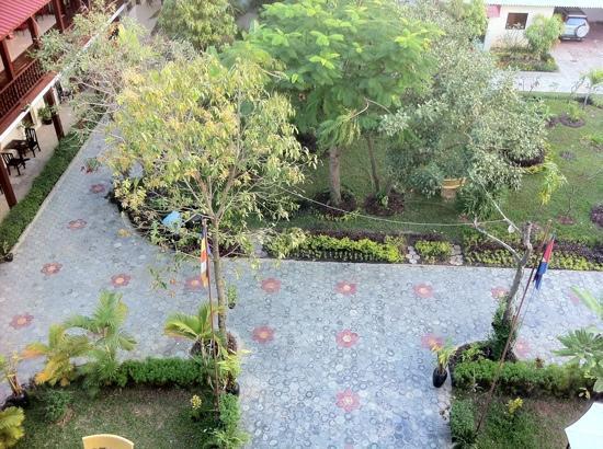 The Kool Hotel: Garden