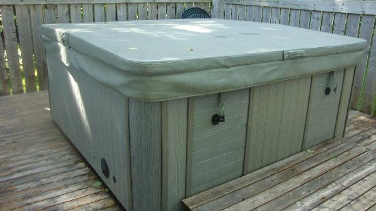 Anne's Windy Poplars: Private hot tub