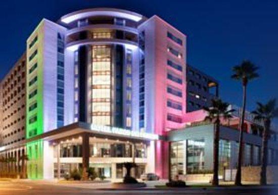 Parco Dei Principi Hotel Congress & Spa : Esterno sera