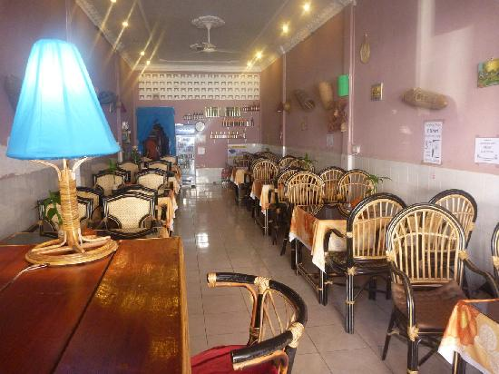 Center Cafe: Indoor seating