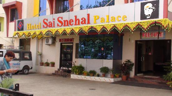 Hotel Sai Snehal : Clean and welcoming entrance