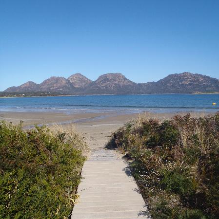 Saffire Freycinet: the private path down to the beach