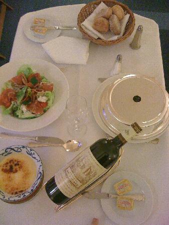 Manos Premier Hotel: Room Service 1
