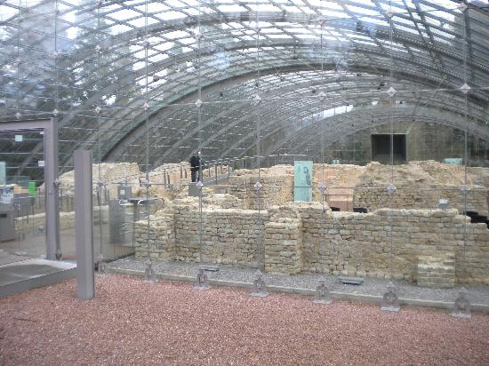 Römische Badruine: the ruins under a glass dome for protection