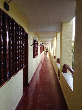 Suites Colonial: hallway