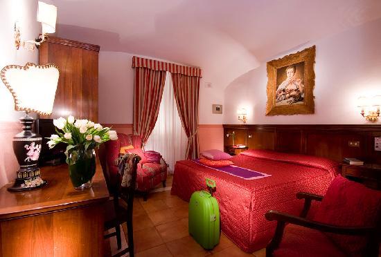 Hotel des Artistes: camera superiore(tripla)