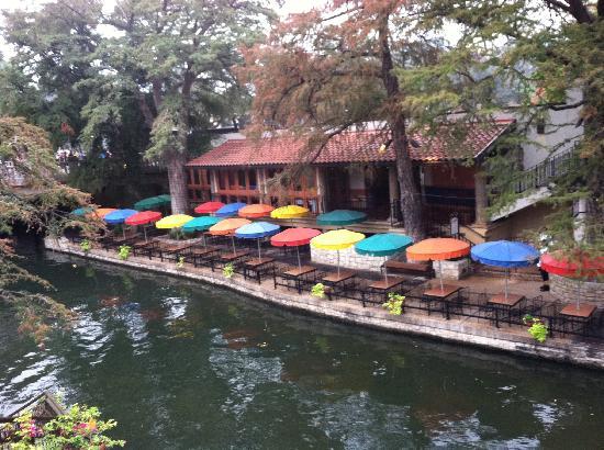 Wyndham Riverside Suites: Riverwalk restaurant during the day